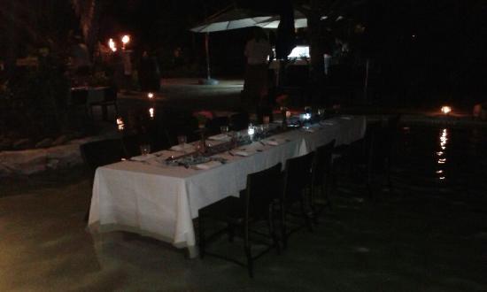 Lomani Wai at the Radisson Blu Resort: our Elegant Table setting  :)