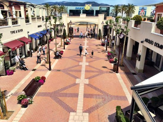 Festival Park Outlets : Main alley