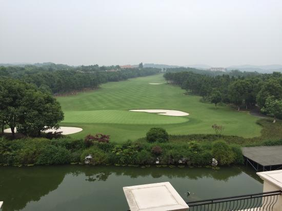Sofitel Nanjing Zhongshan Golf Resort: Great views but definitely maintenance could be better . Moldy toilet is never good.