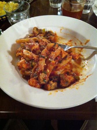 Bar Reggio: Pollo Funghi with penne pasta