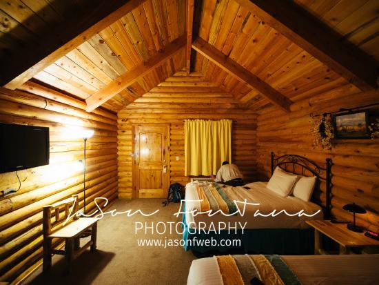 Bryce Canyon Log Cabins Photo