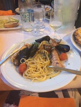 Ristorante La cantina del Mare: Devo dire la verità buonissimo i speciale proprio da mangiare tutte diurno....