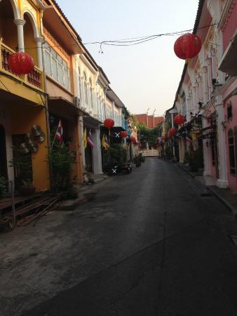 Phuket 346, Pension, auf der linken Seite das weiße X