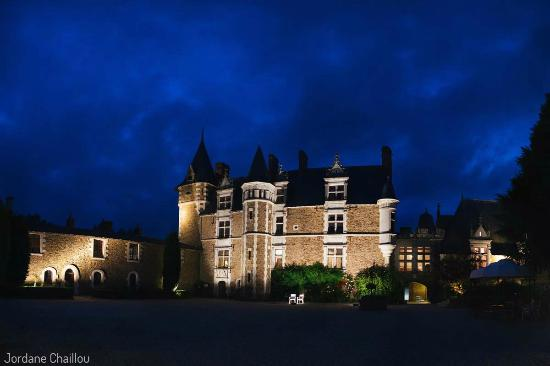 Le ch teau la nuit picture of chateau de la colaissiere for Chateau de la colaissiere