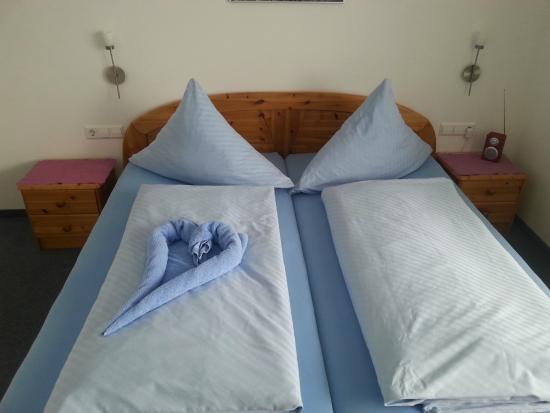 Gästehaus Holzer: Bett