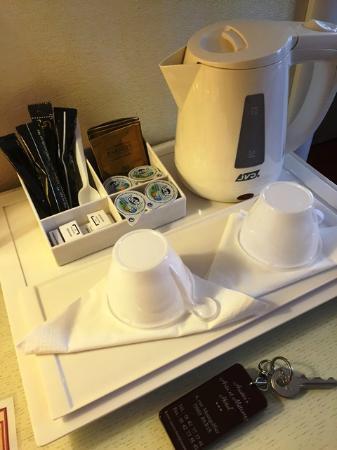 Austin's Arts et Metiers Hotel: 部屋では紅茶なども用意されています