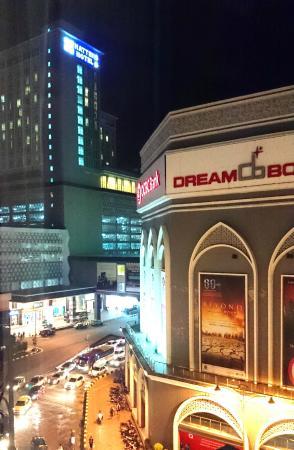 Hatten Hotel on the left, Dataran Pahlawan in front