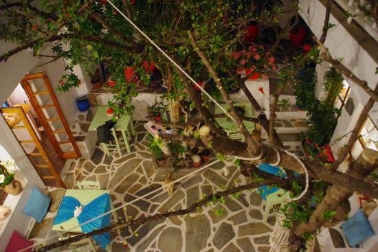 Arian Hotel: l e patio