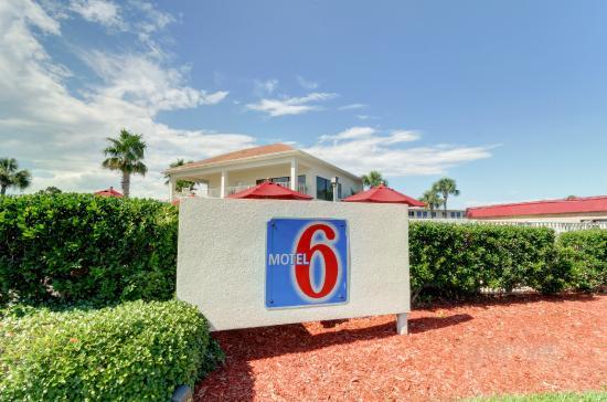Motel 6 Destin: Exterior