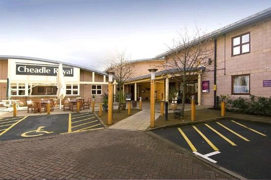 Premier Inn Manchester (Cheadle) Hotel : Disabled Parking Spaces/ Reception Entrance