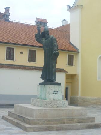 Grgur Ninski: сам памятник
