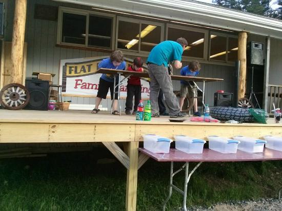 Flat Rock Bridge Family Camping : Pie eating contest and raffles at the carnival