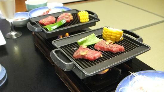 Ryokan Yuhigaura: とても柔らかく美味しいお肉でした。 翌朝までお部屋は焼き肉の匂いが残りますが…