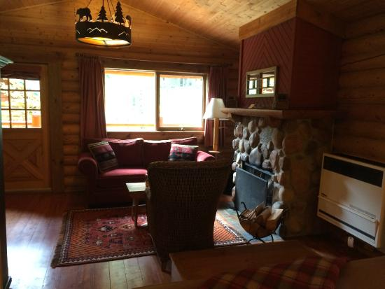 Cathedral Mountain Lodge: Cabin #27