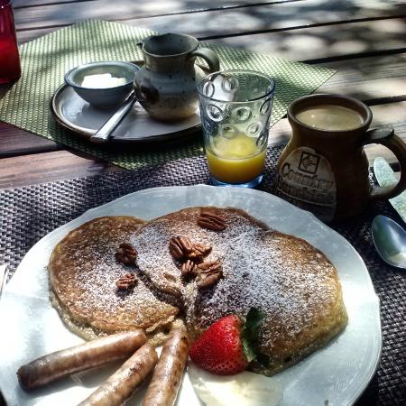 Country Sunshine Bed and Breakfast: Banana Nut Pancakes