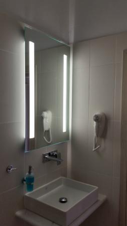 Katia Hotel and Apartments: Bathroom