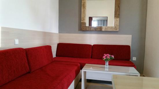 Katia Hotel and Apartments: Living room