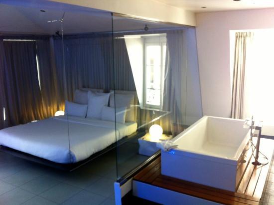salle de bains de la suite nordik picture of kube hotel paris tripadvisor. Black Bedroom Furniture Sets. Home Design Ideas