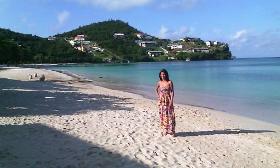 Gem Holiday Beach Resort: Bella la playa y yo