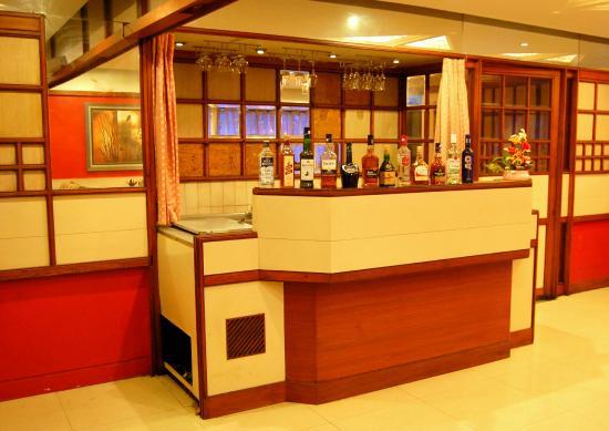 Hotel Raviraj Pune: Bar counter