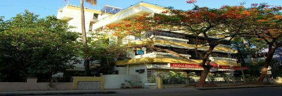 Hotel Raviraj Pune: Hotel Building