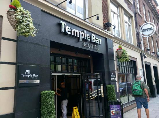 entrance on fleet street picture of temple bar hotel. Black Bedroom Furniture Sets. Home Design Ideas
