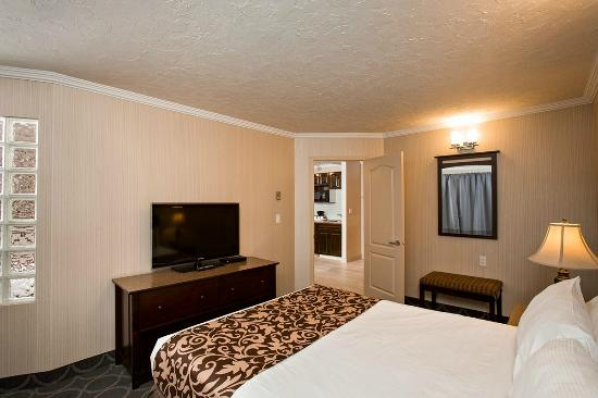 High Country Inn: Two Queen Kitchenette 2