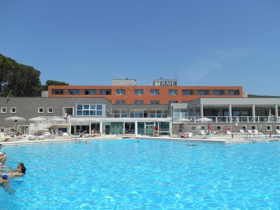 Piscina bild von hotel delle terme di venturina - Terme di venturina prezzi piscina ...
