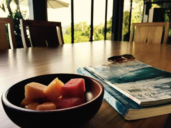 Kalon Surf - Surf Coaching Resort: Comedor