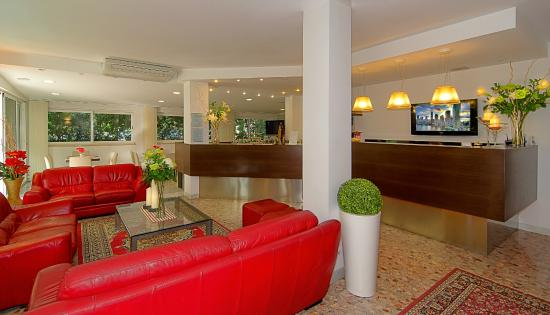 Hotel Scandinavia: Reception