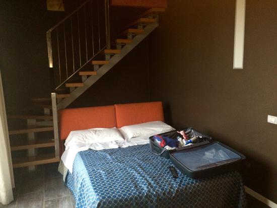 Loft Hotel: Camera su due piani con divano letto al piano inferiore. 5 persone in totale e bagno