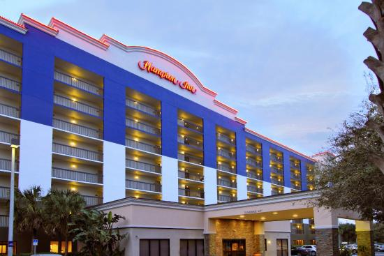 Hampton Inn Cocoa Beach/Cape Canaveral: Front of Hotel