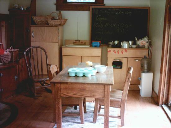 Boulder Manor : Playhouse kitchen