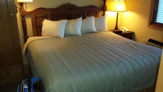 Egg Harbor, WI: King Master Bedroom
