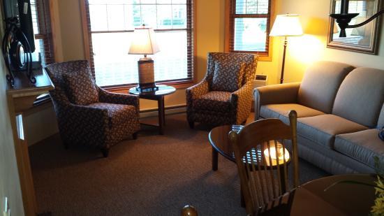 Egg Harbor, WI: King Suite Living Room