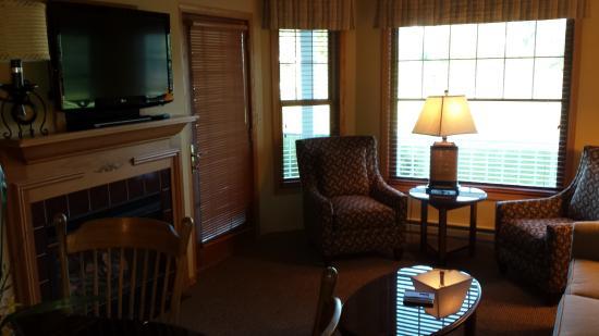 Egg Harbor, WI: King Suite Living Room 2