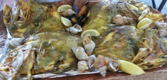 Restaurant de l'hotel le Laurier: La bouillabasse, les poissons et bulots