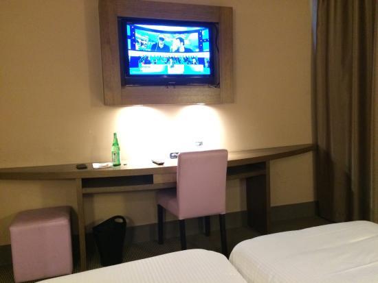 Safari Hotel : Vues générales de la chambre standard.