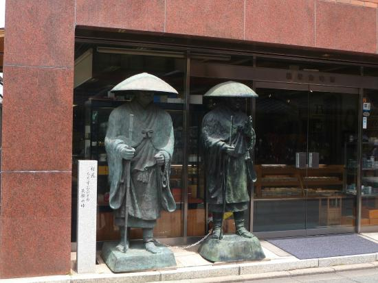 Matsubaya Inn: When walking north from Kyoto station, these statues let you know you've reached the right stree