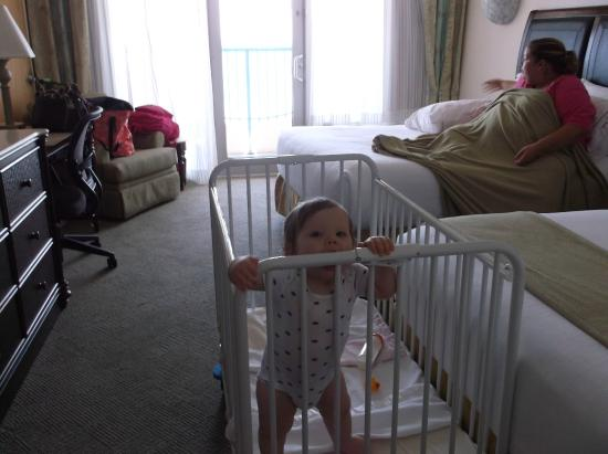 Holiday Inn Express Pensacola Beach: plenty room for cribs