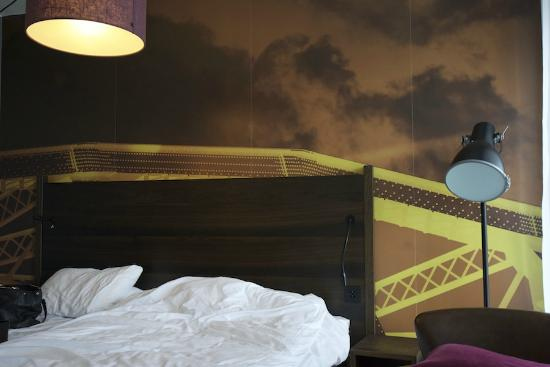 Scandic Vulkan : Artistic wall decoration obscured by bed