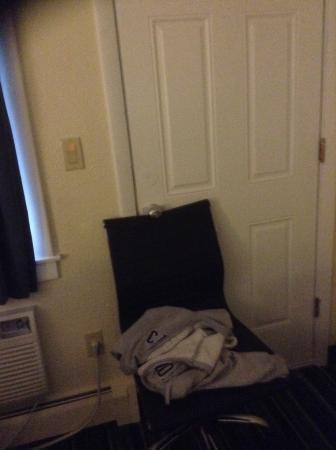Days Inn Lincoln: My locked door
