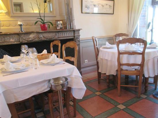 Le Relais Guillaume de Normandy: la salle du restaurant