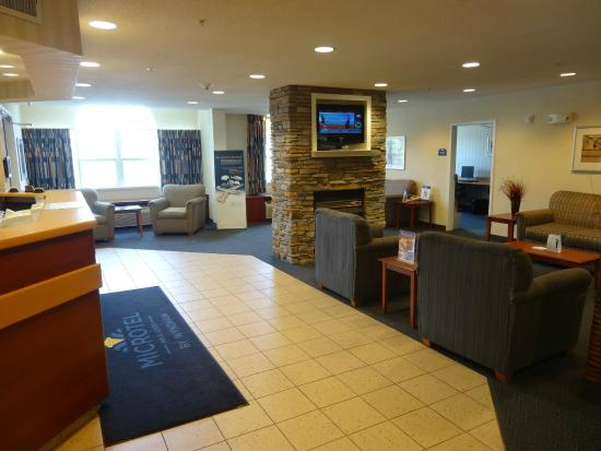Microtel Inn & Suites by Wyndham Middletown: Lobby - reg desk on left, business center is the door center right