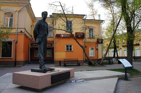 Yuriy Nozhikov Statue