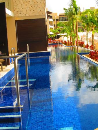 Kiddie pool picture of royalton riviera cancun resort for Pool and spa show charlotte nc