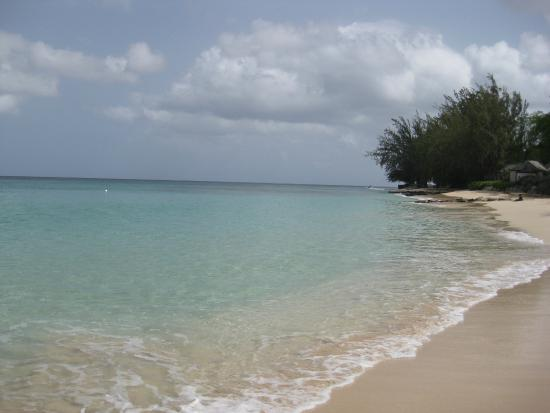 Holetown, Barbados: The beach seen from just past the water sports stand