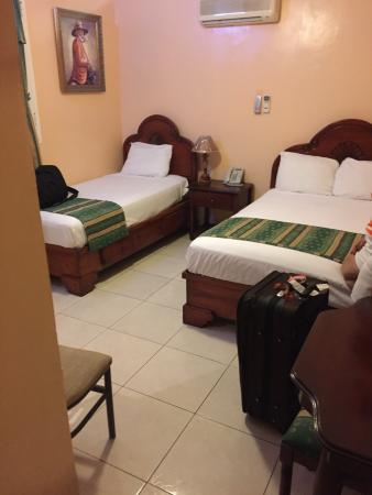 Hotel Discovery: Deluxe room with two beds. Beds are different sizes.