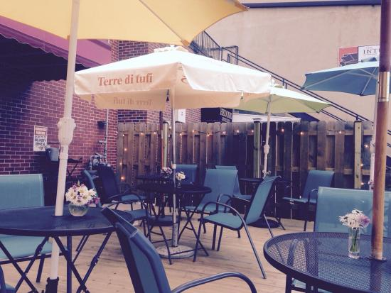 Alexandria, MN: Live music on the deck Tuesday's and some Wednesday's through the summer!