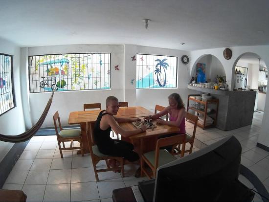 Chill Inn Hostal Bar: living room